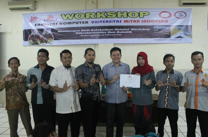 Fakultas Komputer  UMITRA adakan Workshop  mikrokomtroler dan Robotika  untuk Siswa SMK