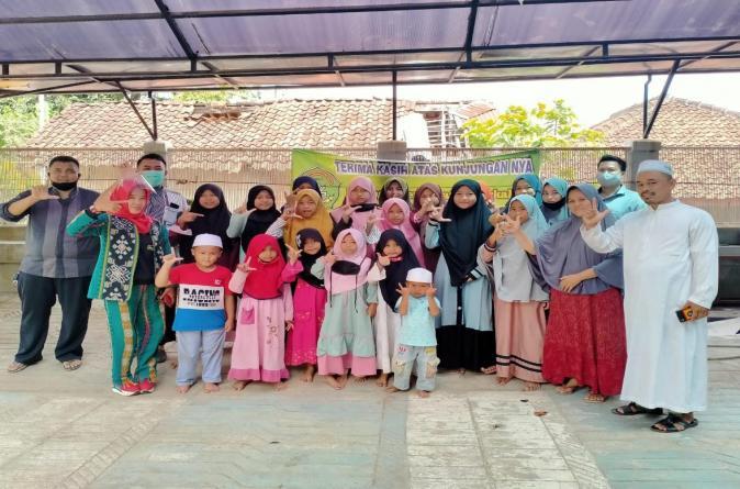 Promitra di Tengah Pandemi, Mahasiswa Baru UMITRA Bagikan Ribuan Paket Sembako